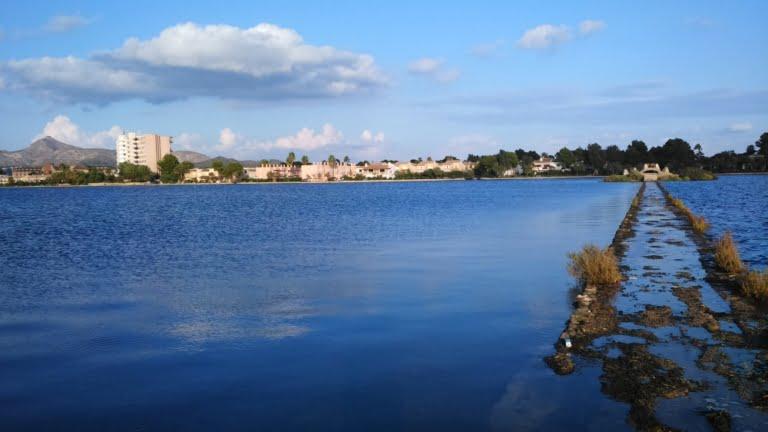 agua calma pero el suroeste entra bien en el lago mayor