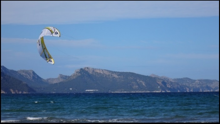 3 mallorca kiteschool clinics kite relaunchs and flies kite course in July in Mallorca