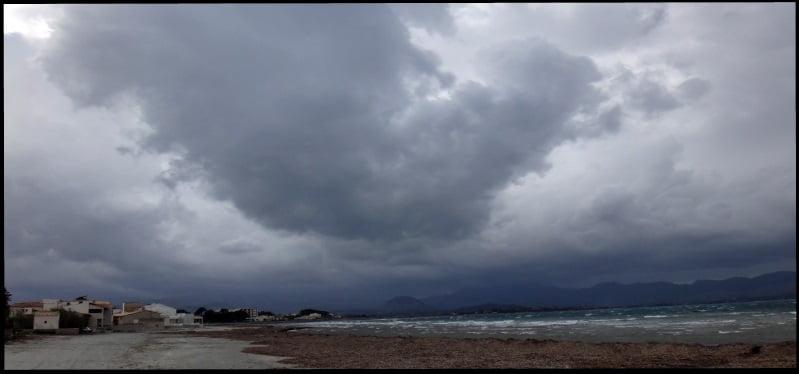5 desde Es Barcares noroeste nublado y racheado