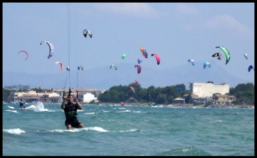 Sa Marina kitesurfing in July best kite courses in Mallorca Mallroca kiteschool com