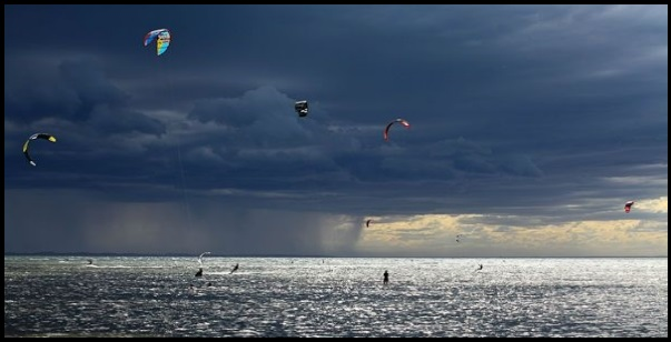 kitesurfing in electric storms it is not acceptable kitesurfing mallorca kite course in April