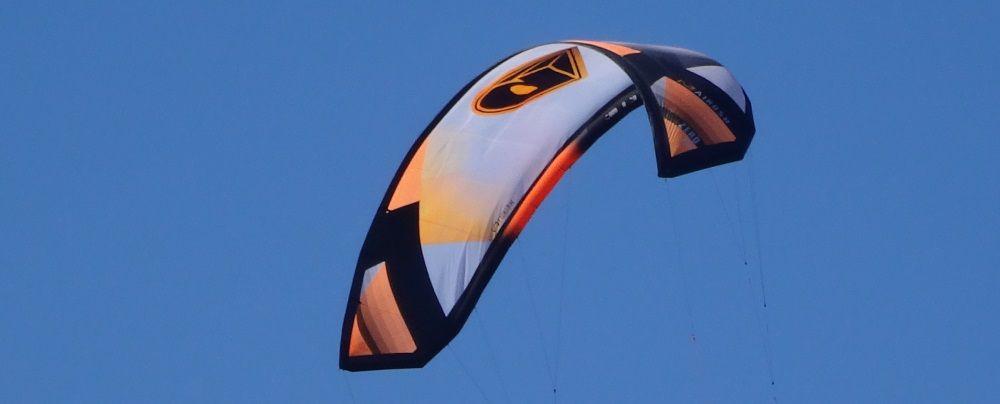 1 Airush strutless 18 mts kite Mallorca kiteschool on the rescue