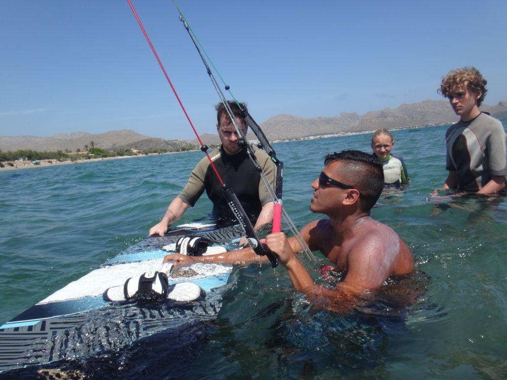 1 Saleh preparing waterstart kitesurfing lessons mallorca