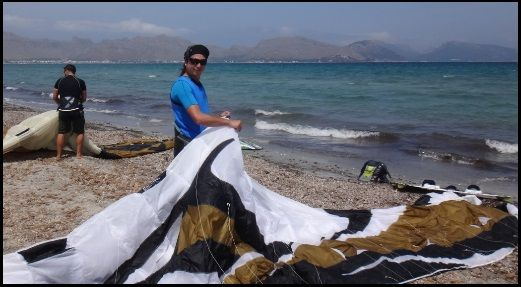 1 filling the kite foil with air Asociacion Aprende a Navegar July