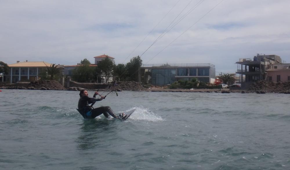1 kitesurfen mallorca Coralie erste wasserstarten