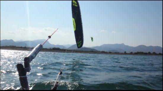 1 kitesurfen mallorca SONIC FR 18 hinten der kitebar Mallorca kiteschule