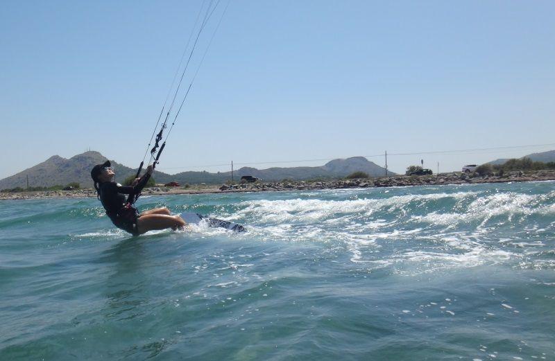 12-jetzt auf der anderen Seite des Wind-Fenster-Kite-Kurses im Juni in Alcudia