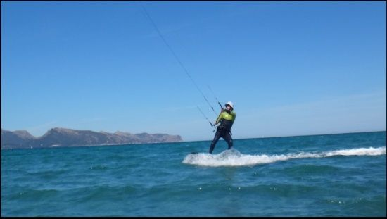 2 Cornelius es una persona deportista viento en Mallorca