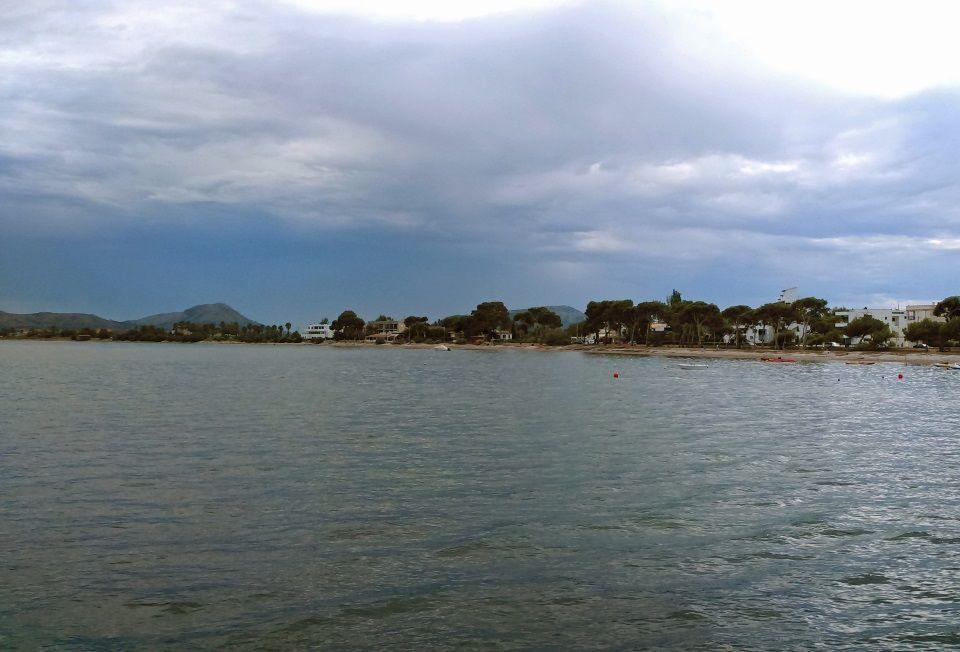 2 Kitesurfkurs mallorca Wolken immer dunkler Winddreher nach Northwest