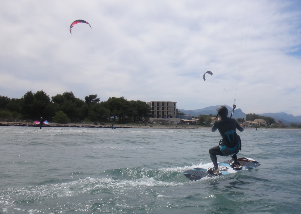 2 kitesurfing school in Majorca with Coralie in May