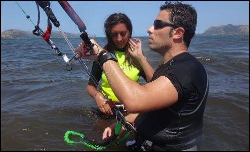 2 monitor y alumna curso de kite en mallorca en Junio