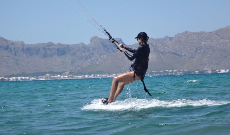 16-kitesurfing-lessons-Mallorca-aprende-kitesurf-con-Asociacion-aprende-a-navegar-Agosto