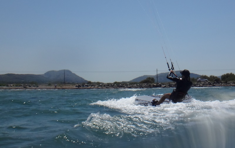 4-kitesurfing lessons in Mallorca and there we go waterstart at first attempt