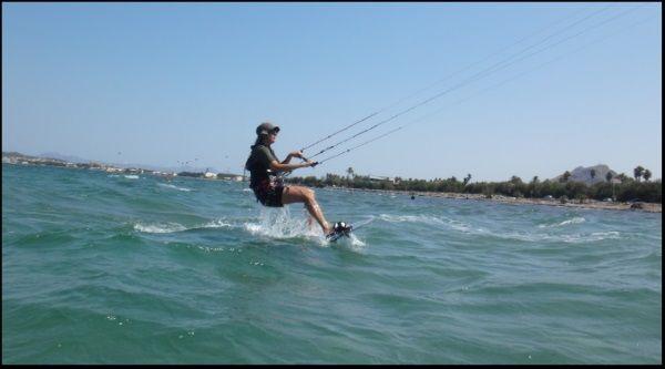 Christia Reiten in der Ferne mallorca kitesurfing Schule