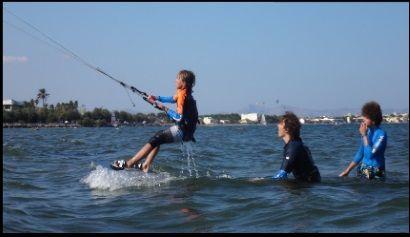 Vincent kitekurs Juli in mallorca in die andere Richtung zu kitesurfen