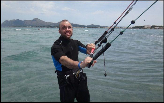 anfänger kitekurs auf Mallorca in April Bartosz Polish kite student