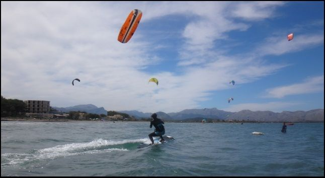 kite lessons wind in Mallorca Niels srtarting from 0 in 3 hours kitesurfing fluently