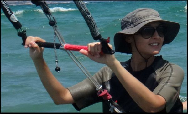 unser Kite-Star Christia mallorca kiteschool com Kitesurfschule Mallorca