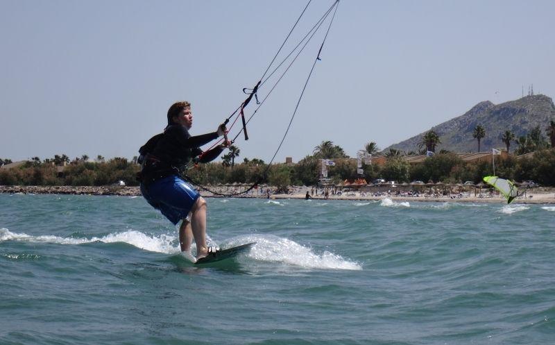 1-Andrea-waterstart-y-primeros-metros-kiteschule-mallorca