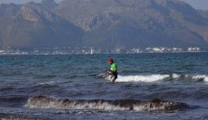 16 Manuel kite lessons Mallorca returning to the beach