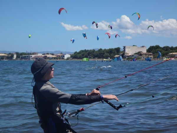 3 beste-kitesurfen-unterricht-auf-mallorca-Antoine-lernen-weit-von-kiten-massen