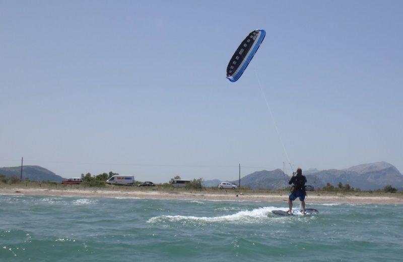 4-Andrea-esta-ya-a-mas-de-500-metros- aprende kite en Palma de mallorca