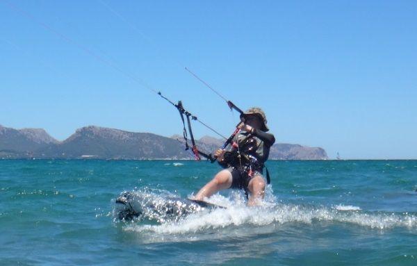 4 Antoine-ecole-de-kitesurf-a-Majorque-aver-Flysurfer-Peak-12-mts