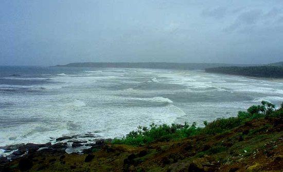 6 anapatipulep playa en un dia de tormenta