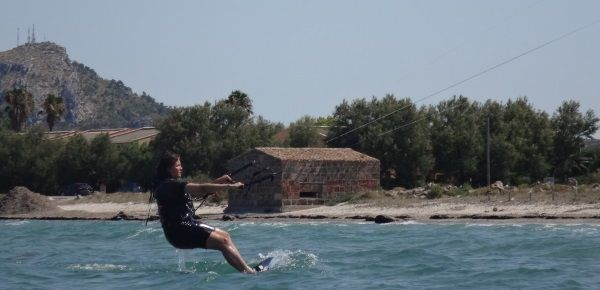 7 now riding kitesurfing lessons towards your right