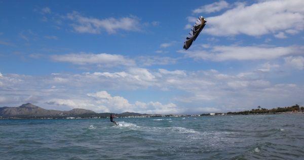 glucklich mit flysurfer kiteschule auf Mallorca DSC02863a