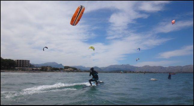 5 clases de kite viento en Mallorca Niels srtarting de 0 en 3 horas kitesurf con fluidez
