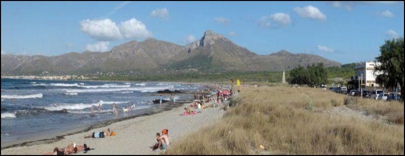 Son Serra Strand vor dem Dorf
