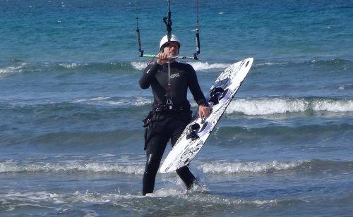 1 kitesurfing mallorca in Juni www-mallorcakiteschool com kite course Eze in Pollensa Bucht