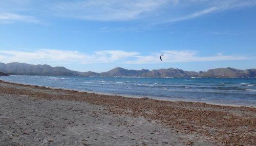 10 Kitesurfkurse auf Mallorca im Juli am Pollensa-Bay mit www mallorca kiteschool com Flysurfer-kiteschool