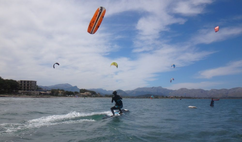 3 Flysurfer Pulse-2 kitesurfen Mallorca kiteschule in Mai in Es Barcares