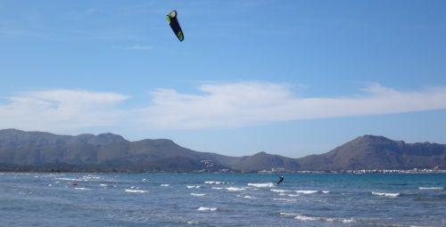3 kitesurf school in mallorca im Juli lernen kitesurf mit flysurfer