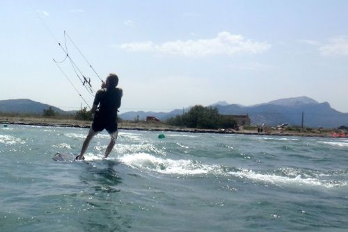 4 Sa Marina kitesurfing school Cyrus kite student Mallorca