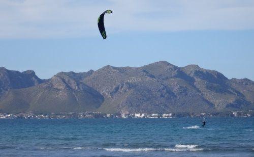 8 kiteschool Port of Pollensa Flysurfer kite lessons in Mallorca with Eze