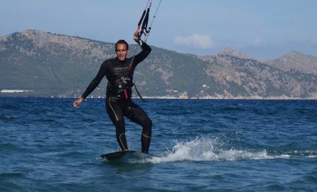 kite students mallorca kitesurfing school downwind from Es Barcares