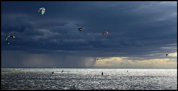 3 kitesurfing-in-electric-storms-it-is-not-acceptable-kitesurfing-mallorca-kite-course-in-April