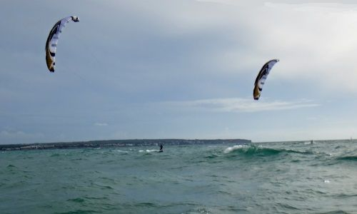 Sa Rapita kitesurfing practices during winter