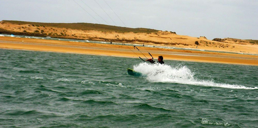 blasting with my tube kite Oualidia kitescpot Morocco