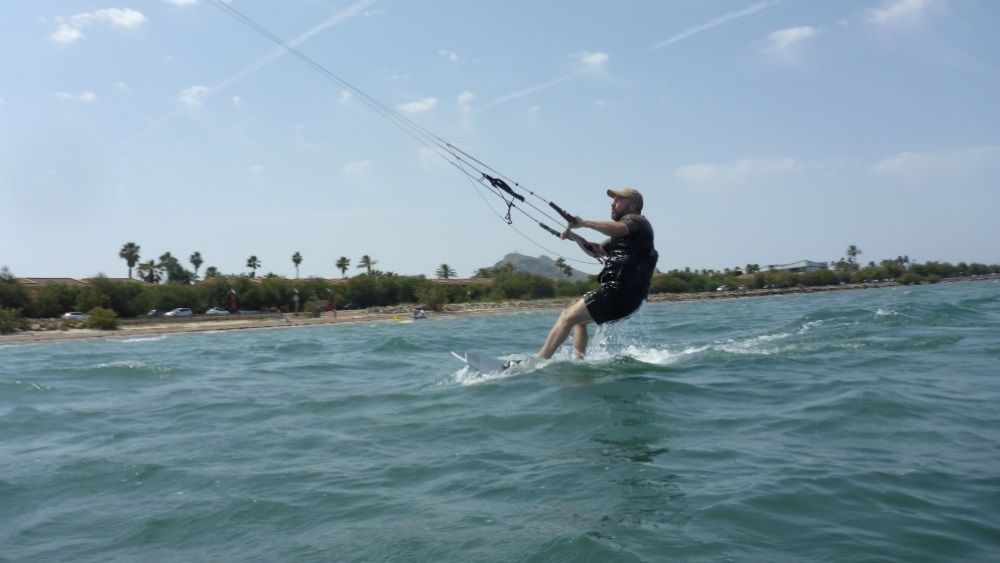 and that way Tomeu ends up riding back and forth in only 3 hours of kite lessons
