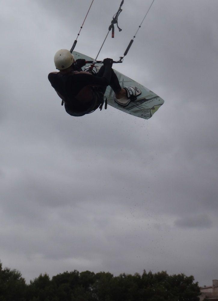 4 wieder in der luft - kitesurfen auf mallorca im Juli