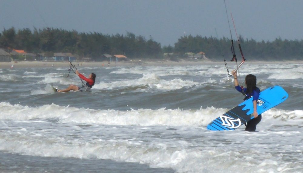best kitespot Asia - kitesurfing lessons Vietnam in December