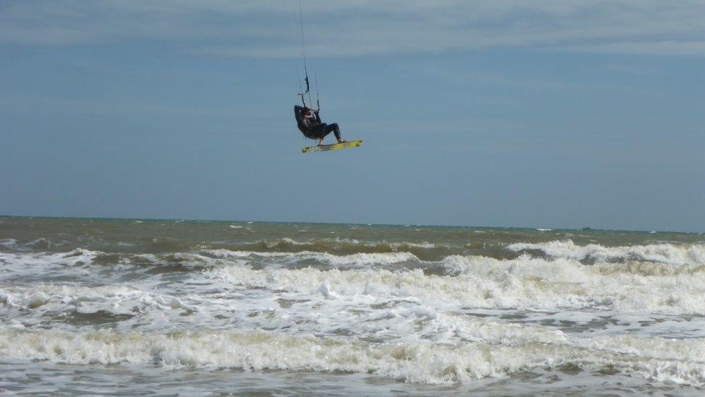 kiten lernen auf Vietnam - Ho Chi MInh kiteschule in October