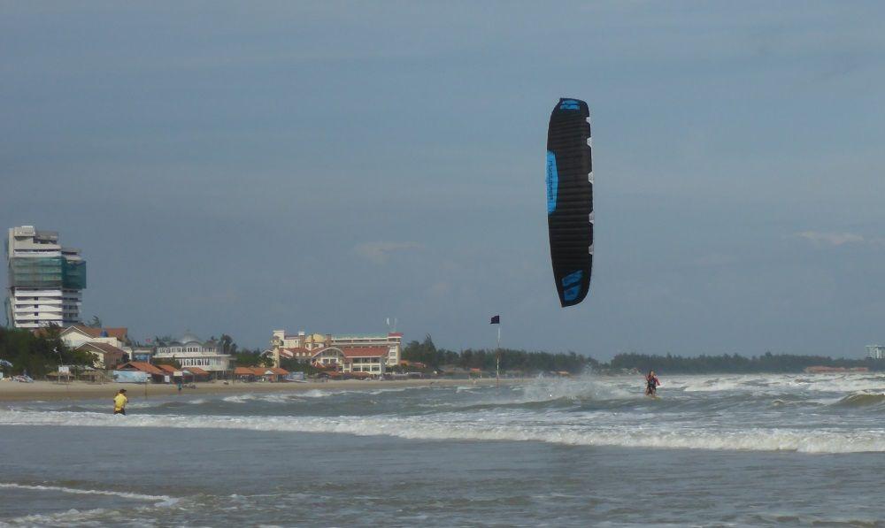 kitesurfing lessons in Vietnam - Flysurfer Sonic in Vung Tau