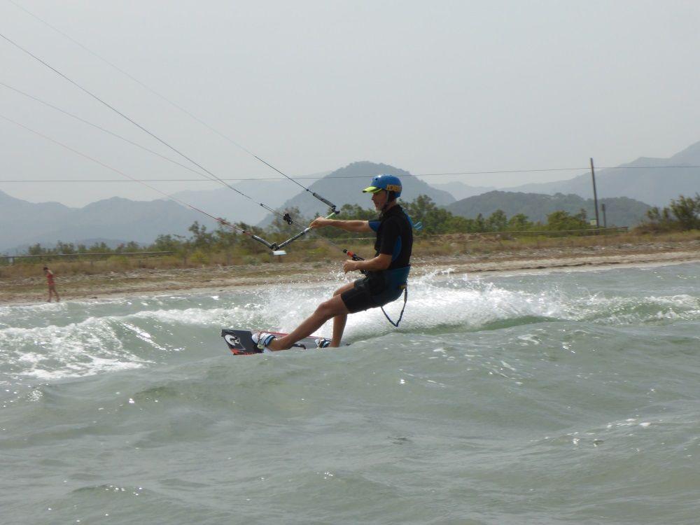 en 12 nudos de viento kitesurf en Mallorca