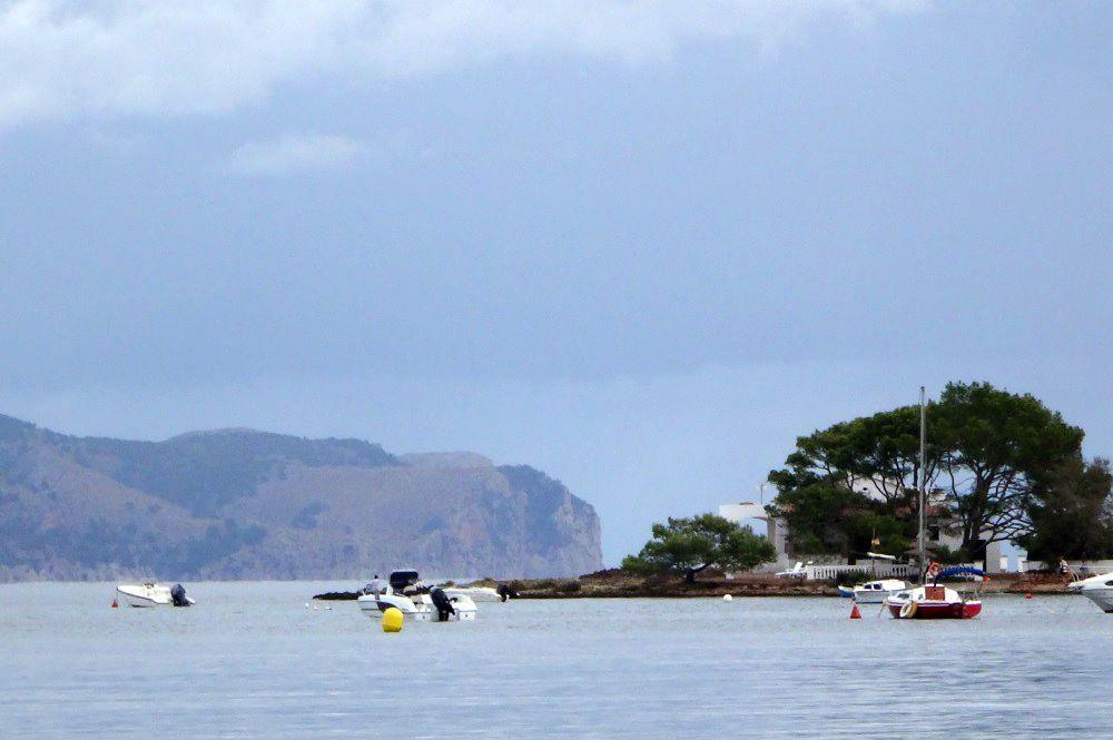 7 punta-de-Es-Barcares-kitesurfen-mallorca-y-Cap-Formentor-al-fondo-allá-a-lo-lejos