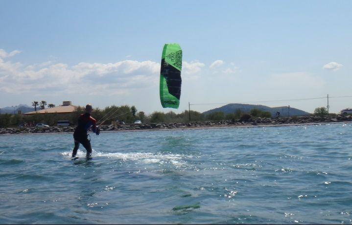 Transparent-clear-waters-Mallorca-kitesurfing-lessons-Pollensa